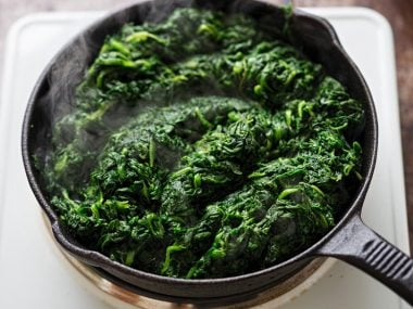 Frying thawed frozen spinach